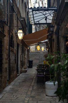 One of the many laneways in Dubrovnik, Croatia | heneedsfood.com