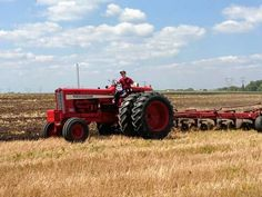 International Harvester 856