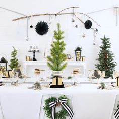 🌲Simple, modern and elegant. We love everything about this party from @madeofsugarandspice  Shop this look and see all the gorgeous details click the link in profile. #modernfarmhouse #blackandwhitepartyideas #simplisticpartyideas #partyideas #christmaspartyideas #holidaypartyideas #diypartyideas #partydecor #moderndecorideas #modernpartydecorideas #orientaltrading #fun365