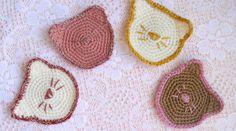 45 cadeaux de Noël à faire soi-même • Hellocoton Chat Crochet, Diy Cadeau Noel, Crochet Quilt, Crochet Earrings, Quilts, Knitting, Sewing, Crafts, Week End