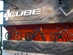 Een detail van de Moutainbike afdeling uit de CUBE Concept Store