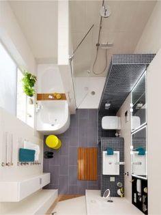 kompakte Anordnung von Wanne und Dusche (beides Bette) nebeneinander lässt im vorderen Bereich des nur 8 m2 großen Badezimmers Raum für einen großzügigen Waschplatz. Dusche Bette