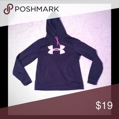 Women's Under Armour Sweatshirt Women's Under Armour Sweatshirt size large I believe. Fits more like a medium. Under Armour Sweaters