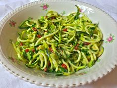 Power packed gogi berries are used in this spiralized zucchini salad with avocado and coconut nectar. Brought to you from Beanies Vegan Kitchen. Goji Berry Recipes, Raw Food Recipes, Salad Recipes, Healthy Recipes, Zucchini Salad, Avocado Salad, Gogi Berries, Berry Salad, Vegan Kitchen