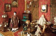 Early Dollhouse Salon with Rare Furnishings and Accessories 5500/8500