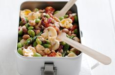 Mushroom and bean salad Mushrooms are a great low calorie addition to any summer salad and with beans they make a healthy, filling and low-calorie dinner - a winner all round! Bean Salad Recipes, Salad Recipes For Dinner, Dinner Salads, Lunch Recipes, Low Calorie Dinners, 15 Minute Meals, Quick Meals, Healthy Recipes For Weight Loss, Healthy Weight