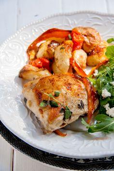Le poulet à la grecque au four est une excellente idée de souper rapide et délicieux pour toute la famille.