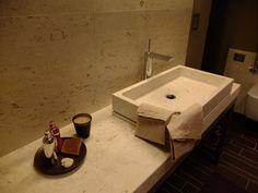 Salle de bain en Marbre Perla Beige fourniture par GMG pierres marbres granits - Vallée d'Aoste (Italie)  Villa Sarre - AO (IT)