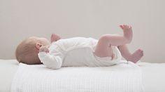 Eine Babywaage ist speziell für Säuglinge gemacht, da man Babys nicht auf normalen Personenwaagen wiegen kann. Für genaue Gewichtsangaben müssten sie stehen oder ruhig sitzen, was für die Kleinen noch gar nicht möglich ist. Waagen für Babys haben eine komfortable Schale, in die man den ...
