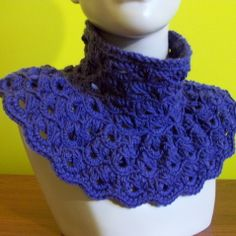 Broomstick Lace Cowl:  free crochet pattern.  Interesting--I think I want to try it.