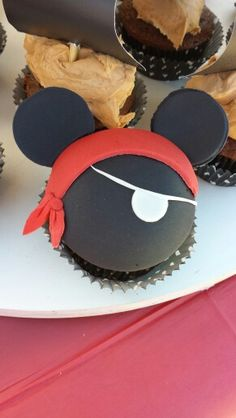Pirate Mickey: cupcake toppers