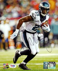 This is a 8x10 Photo that has been hand signed by DeMarco Murray. It has been certified authentic by PSA/DNA and comes with their sticker and matching certificate.