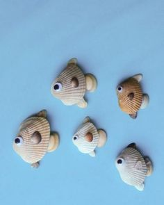 Wondering what to do with the seashells from the beach this summer? Find lots of seashell crafts for kids in this DIY kids' crafts collection and enjoy! Kids Crafts, Beach Crafts For Kids, Sea Crafts, Family Crafts, Nature Crafts, Summer Crafts, Arts And Crafts, Summer Diy, Shell Crafts Kids