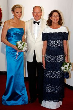 Le prince Albert et la princesse Charlène étaient présents pour le 65ème Bal de la Croix-Rouge monégasque, vendredi soir à Monaco. Caroline était égal...