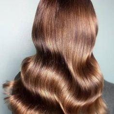 13 Glowing Golden Brown Hair Ideas & Formulas | Wella Professionals Sandy Blonde Hair, Brown Blonde Hair, Brunette Hair, Dark Brunette, Dark Hair, Red Hair, Chestnut Brown Hair, Honey Brown Hair, Light Golden Brown Hair