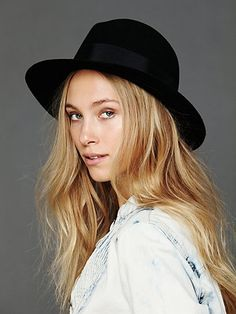 Wide Brim Fedora //ive been hunting for this hat for ages, only if it was burgundy it would be perf
