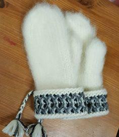 En handarbetsblogg helt enkelt, (nästan) ingenting annat!! Knit Mittens, Mitten Gloves, Stick O, Knit Crochet, Crochet Hats, Xmas Stockings, Catsuit, Diy And Crafts, Winter Hats