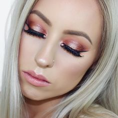 Just uploaded this NYE Warm Halo Eye Tutorial using the Morphe 35O Palette. It's a recreation of the look I uploaded about 4 weeks back that you guys went absolutely HAM about It's an early upload this week because it a collab with my two gorgeous YouTube besties @hannah_schroder & @breeosbornee so definitely check out there Instagrams/channels @vegas_nay Shining Star Lashes | @morphebrushes @linda_morphe 35O 9Bz & 9B Palettes | @anastasiabeverlyhills @norvina Blonde Dip Brow…