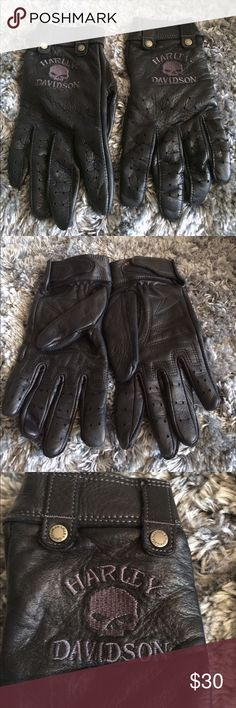 Harley Davidson black leather gloves Size medium soft black leather gloves perforated over the fingers for breathable comfort Harley-Davidson Accessories Gloves & Mittens
