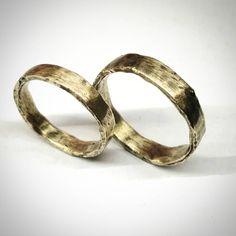#gyűrű #ring #loveyou #karikagyűrű #esküvő #wedding #simple #rusticmodern #rustic #recycled  www.matheekszer.hu Rum, Wedding Rings, Engagement Rings, Photos, Instagram, Jewelry, Enagement Rings, Pictures, Jewlery