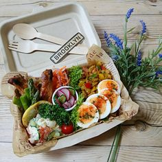Clean Recipes, Cooking Recipes, Healthy Recipes, Work Lunch Box, Lunch Catering, Bento Recipes, Food Fantasy, Food Packaging Design, Man Food