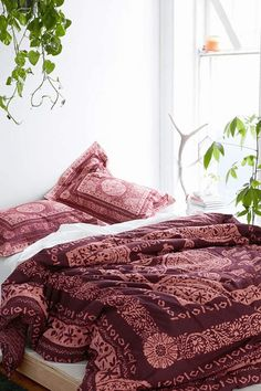 Magical Thinking Kami Woodblock Comforter from Urban Outfitters. Shop more products from Urban Outfitters on Wanelo. Trendy Bedroom, White Bedroom, Maroon Bedroom, Asian Bedroom, Feminine Bedroom, Dream Rooms, Dream Bedroom, Boho Comforters, Bedspreads