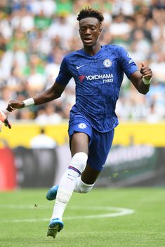 Chelsea Fc Players, Fifa Teams, Tammy Abraham, Chelsea Football, My Attitude, Europa League, Shutter Speed, Blues, Pride