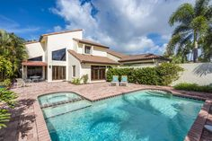 15 Las Brisas Way, Naples, Florida 34108 | Extensive outdoor living area and large pool with this Las Brisas villa in Pelican Bay