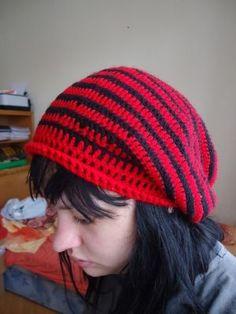 """Na jedné slovenské stránce jsem našla návod na čepici """"homeless"""" a je opravdu skvělý, čepice..."""