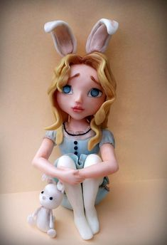 For this, I was ispired from Tim Burton version of Alice in wonderland. Is all edible and handmade :D Fondant Toppers, Fondant Cakes, Cupcake Toppers, Cupcake Cakes, Polymer Clay Figures, Fondant Figures, Alice In Wonderland Room, Teapot Cake, Fancy Cookies