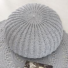 Knit Crochet, Crochet Hats, Yarn Store, Round Pillow, Free Knitting, Knitted Hats, Diy And Crafts, Pillows, Handmade