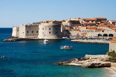 Conheça a Croácia, cenário de gravação da série Game of Thrones - Com o recente anúncio da data de início da 5ª temporada da série, a Croácia voltou ao holofote mundial do turismo. O país foi usado como cenário de gravação com suas belíssimas paisagens e cidades medievais intactas