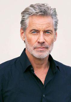 Grey Hair Old, White Hair Men, Best Hairstyles For Older Men, Older Men Haircuts, Long Hair Beard, Short Beard, Beard Styles For Men, Hair And Beard Styles, Pretty Men