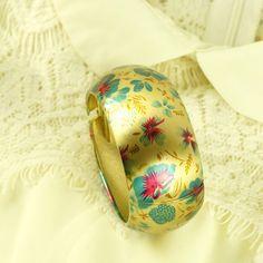 Gold Alloy Floral Print Bangle Bracelet