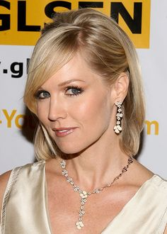 Jennie Garth wearing Roberto Coin.