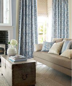 dobles cortinas en azul para el saln villalba