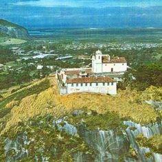Igreja de Nossa Senhora da Penha em 1969, no topo da Freguesia.