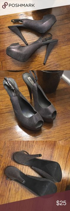 Jennifer Lopez heels! Jennifer Lopez platform heels! These heels are amazing! They have a 5 in heal and a 1 in platform! They have only been worn 2 times!!! Jennifer Lopez Shoes Heels