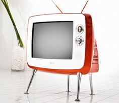 LG's Serie 1 Retro Classic TV doesn't just look like an old CRT television, it is an old CRT television. Old technology, new product. The set features a diagonal screen, complete. Vintage Tv, Style Vintage, Retro Style, Vintage Soul, Television Set, Vintage Television, Retro Videos, Retro Video Games, Tvs