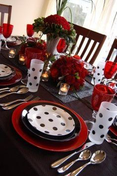 I pin all of these beautiful place settings, but I can't remember the last holiday/family event that we sat at a dining table or didn't use decorative paper plates. Maybe time to ease in some new traditions. Beautiful Table Settings, Decoration Table, Place Settings, Red And White, Red Black, Tablescapes, Centerpieces, Polka Dots, Christmas Decorations
