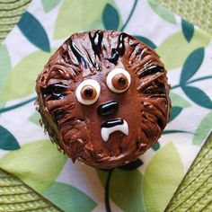 Chewbacca is everyone's favorite Wookiee, and he makes a pretty adorable cupcake, too. Use chocolate frosting to make Chewie's furry face; add white chocolate chips for eyes and white gel icing for his toothy grin. Try this delicious recipe at your next Star Wars party!
