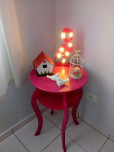 Esse cantinho da minha sala.... Mesinha rosa, passarinhos e flamingos ❤  - Cris Vaz