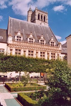 Hôtel des Créneaux - Orléans — Wikipédia