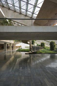 Ministry of Foreign Affairs Brasilia Architect: Oscar Niemeyer, Oscar Niemeyer, Space Architecture, Architecture Details, Exterior Design, Interior And Exterior, Interior Garden, National Theatre, Museum, Stairways