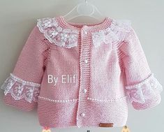 Knitting Pattern Baby Jacket B - Diy Crafts Baby Knitting Patterns, Baby Patterns, Modern Baby Clothes, Designer Baby Clothes, Knitted Baby Cardigan, Baby Pullover, Baby Outfits, Diy Crafts Knitting, Baby Girl Sweaters