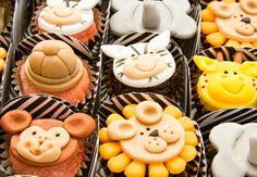 Festa safári: 40 ideias irresistíveis para você fazer a sua! Safari Party, Cupcakes Decorados, One Year Birthday, Mini Cupcakes, Baby Boy Shower, Cake Pops, Desserts, Food, Animals