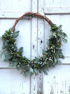 Making wreaths yourself Making wreaths yourself Make wreaths yourself Make wreaths yourself Always aspired to discover how to knit, nevertheless unclear . White Christmas, Christmas Home, Christmas Wreaths, Christmas Garden Decorations, How To Make Wreaths, Diy Wreath, Christmas Inspiration, Bunting, Natural