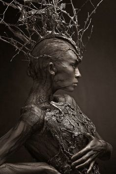 Lunatica Desnuda: Fantastic Russian Tree-Inspired Body Art grimm and fairy photographic art. the tree elf, dryad contemporary fantasy fairytale art Dark Fantasy Art, Dark Beauty, Oeuvre D'art, Artwork, Concept Art, Fine Art, Human Body Art, Human Human, Nymphs