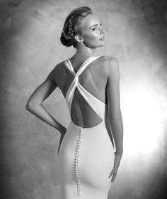 Valira, robe simple en CRÊPE, pour une mariée élégante