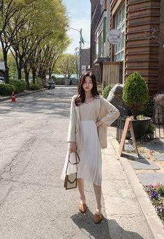 รวมไอเดียแฟชั่น เสื้อสูท เบลเซอร์ สวยสมาร์ท รับหน้าฝน แฟชั่นสาวออฟฟิศ Korean Girl Fashion, Korean Fashion Trends, Korean Street Fashion, Ulzzang Fashion, Korea Fashion, Asian Fashion, Korean Fashion Minimal, Long Skirt Outfits, Modest Outfits